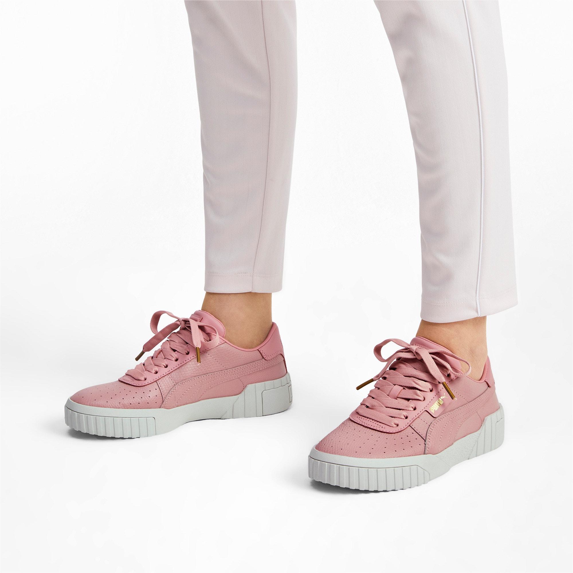 Thumbnail 2 of Cali Emboss sneakers voor dames, Bridal Rose, medium