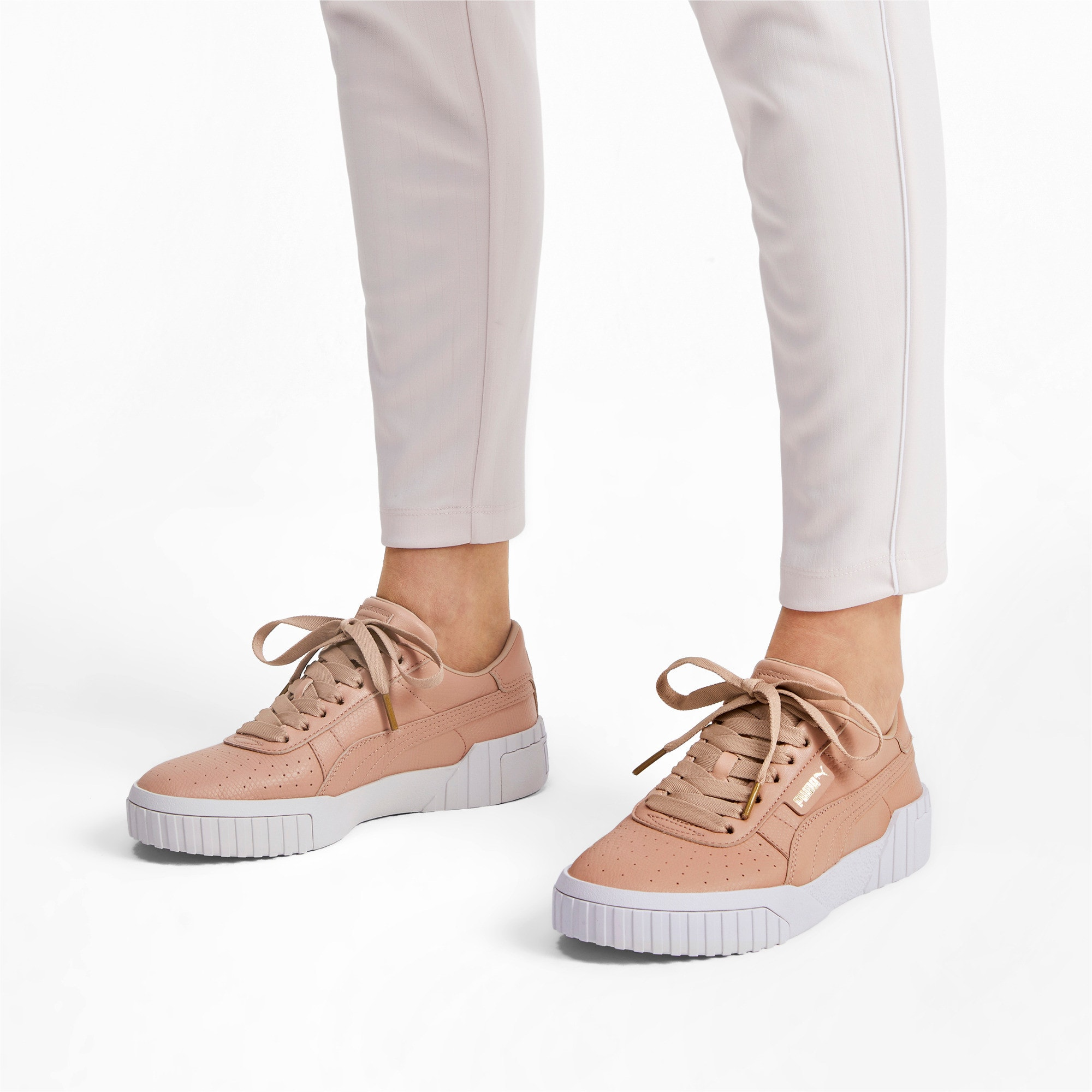 Thumbnail 2 of Cali Emboss sneakers voor dames, Nougat, medium