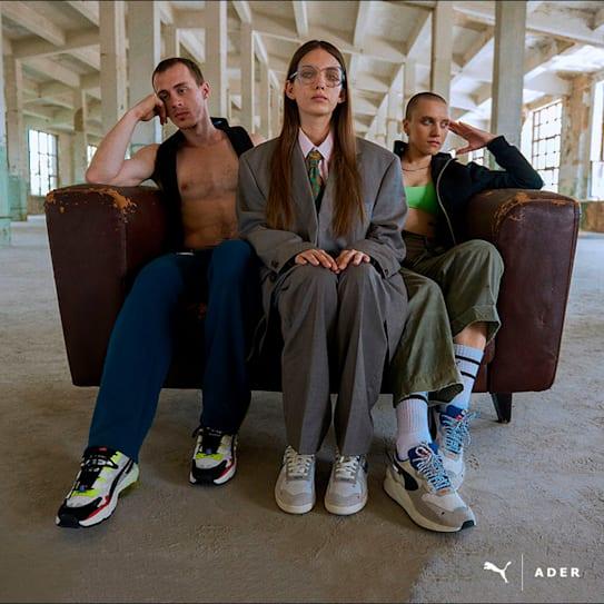 ソウルを拠点とするモダンアートとファッションの世界観を変える独特なデザインが特徴のアーティスト集団のアダー・エラー。今季は、ユースカルチャー(若者の文化)からインスピレーションを得たスニーカー、Tシャツ、キャップなどがラインアップ。